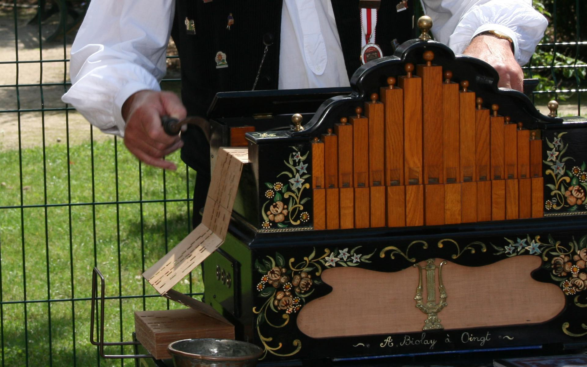 Orgue de Barbarie en action