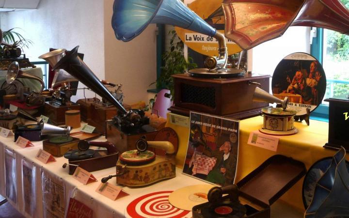Exposition de phonographes anciens